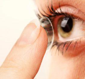 Lentilles de contact : pourquoi garder ses lunettes ?